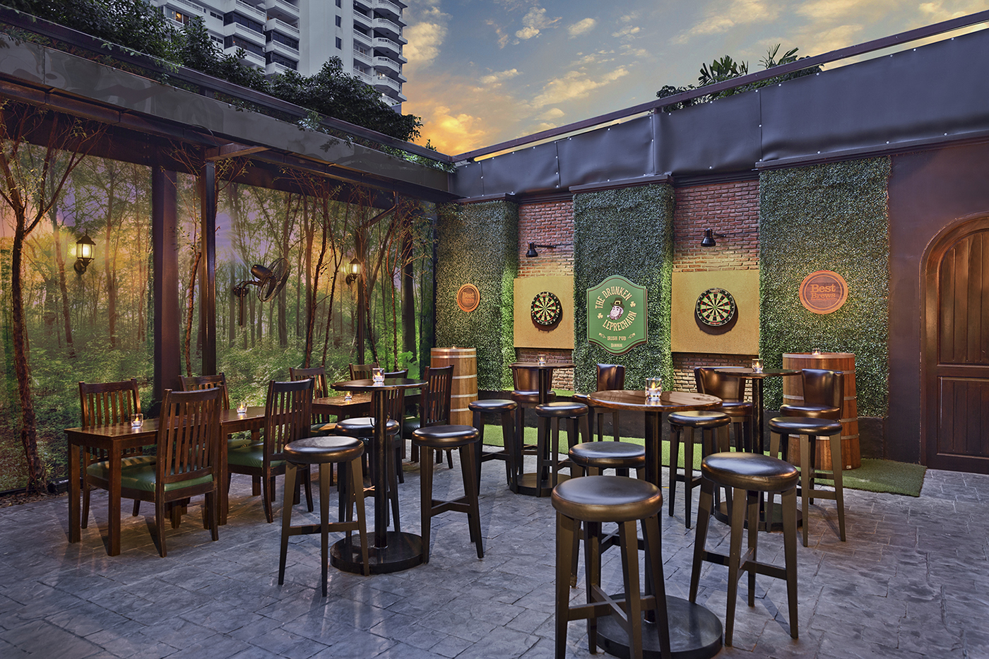 Four Points by Sheraton Bangkok, Sukhumvit 15 - The Drunken Leprechaun Garden